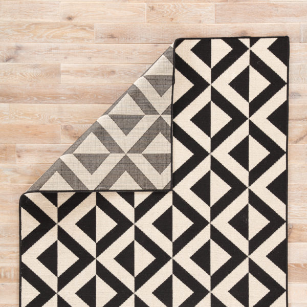 """Jaipur Living Marquise Indoor/ Outdoor Geometric Black/ Cream Area Rug (2'X3'7"""")"""